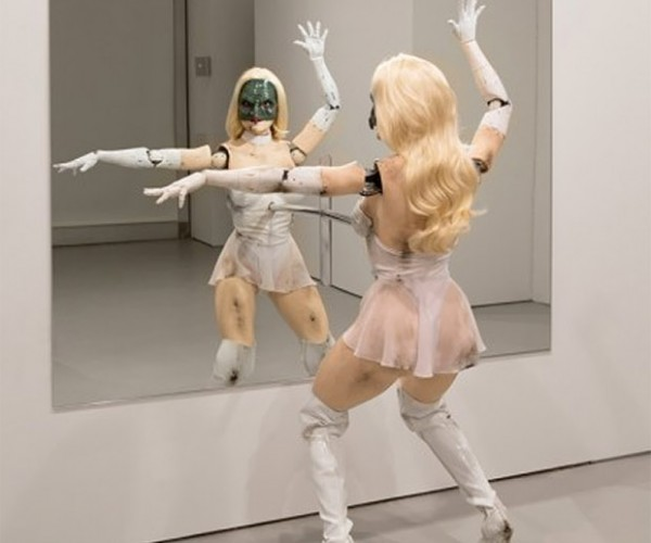 Creepy Animatronic Doll Will Dance for You, Not a Good Thing