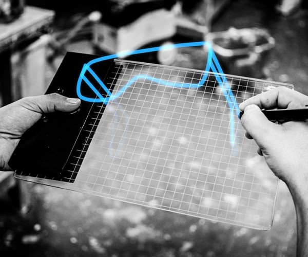 Gravity Augmented Reality System Lets You Sketch in 3D: Airbrush