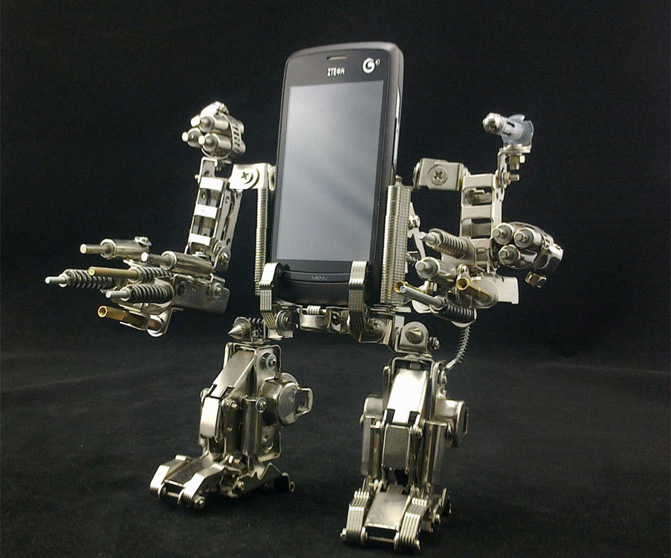 Mech Cellphone Holder Will Destroy All Other Cellphone Holders - Technabob