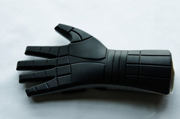 power mitt oven glove by Pete Hottelet 2 620x410