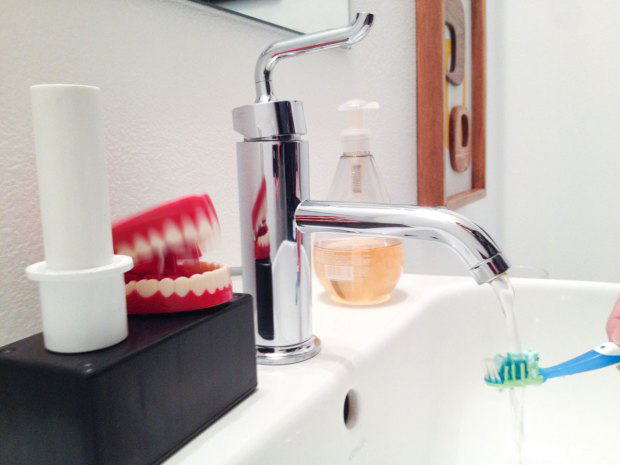 toothy-toothbrush-timer-by-steve-hoefer
