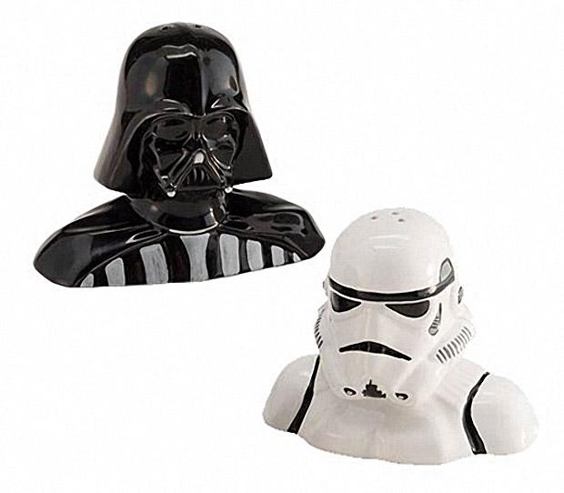 Darth vader and stormtrooper salt pepper shakers your lack of seasoning is disturbing technabob - Darth vader and stormtrooper salt and pepper shakers ...