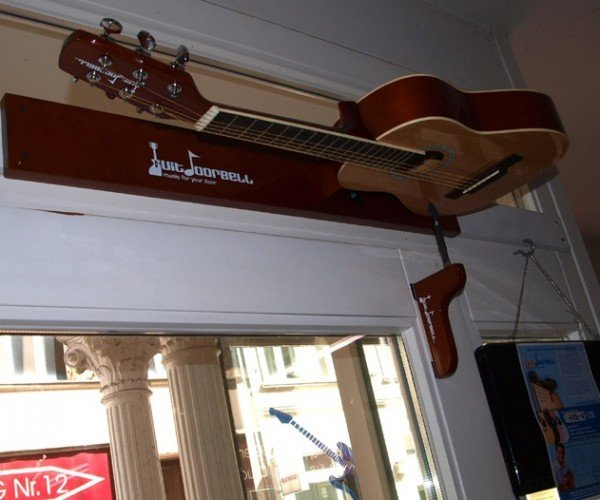 The Guitar Doorbell: Strum on In