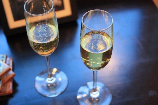 molecular-champagne-flute-by-uncommon-green-2