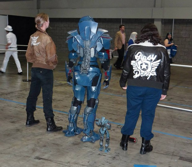pacific-rim-gipsy-danger-cosplay-by-nona-neon-3