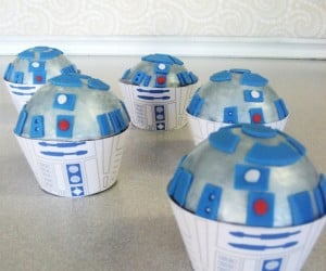 Turn Your Ordinary Cupcakes into R2-D2cakes
