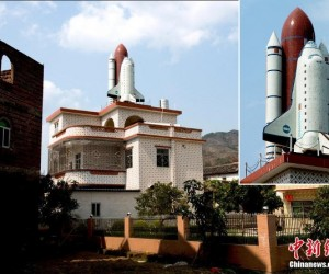Guy Build Space Shuttle on His Roof