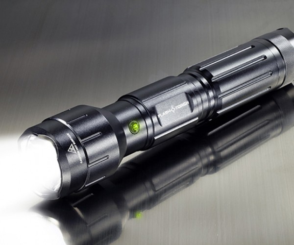 Wicked Lasers Flashtorch Flashlight: Yep, It Also Sets Stuff on Fire