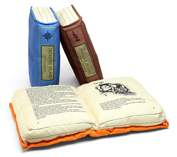 olde book pillow classics by thinkgeek 3