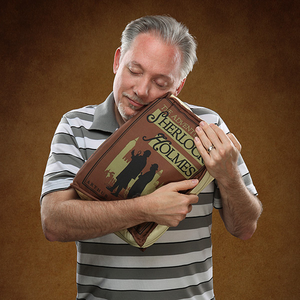 olde-book-pillow-classics-by-thinkgeek-4