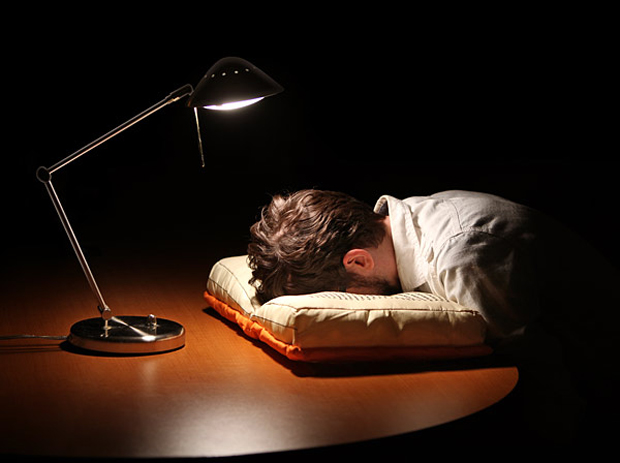 olde-book-pillow-classics-by-thinkgeek