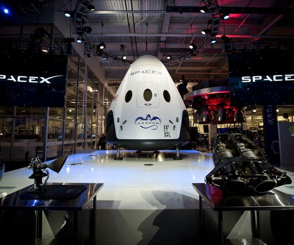 SpaceX Dragon V2 Reusable Spacecraft: Daenerys Would Be Impressed