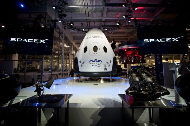 spacex dragon v2 reusable spacecraft 620x413