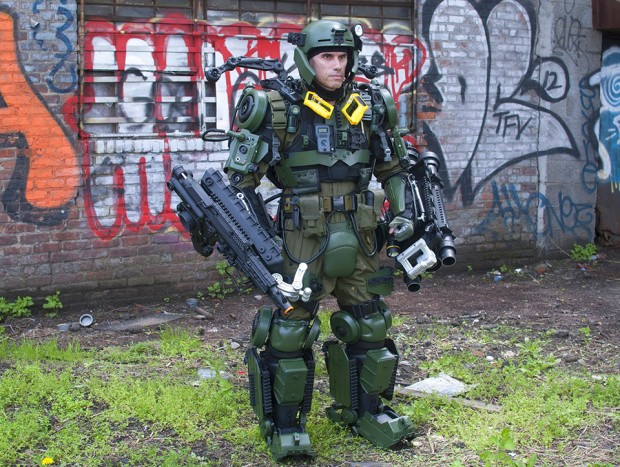 edge of tomorrow exo suit cosplay by peter kokis 620x467