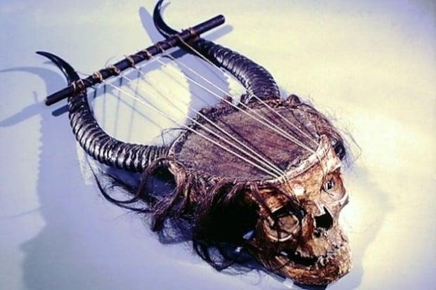 skull lyre