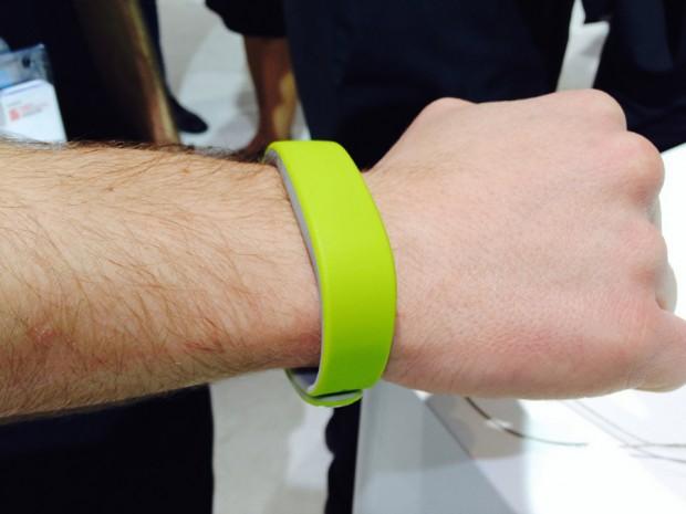 sony-smartband-on-wrist