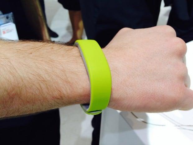 sony smartband on wrist 620x465