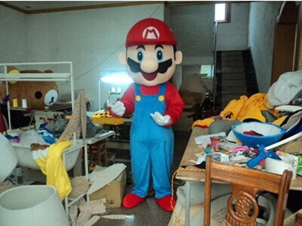 This Mario costume comes from Etsy artist cartoonmascotcostume and will cost you $180.00(USD). All you need are some Goombas and Koopas to hop on ... & Super Mario Costume: Cosplay Made Easy - Technabob