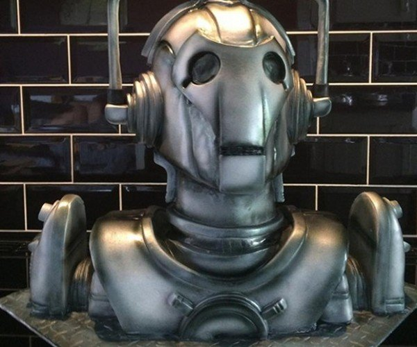 Awesome Realistic Cyberman Cake: Your Tastebuds Will Be Upgraded