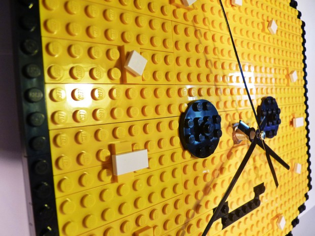 lego minifig head clock by make it brick it 2 620x465