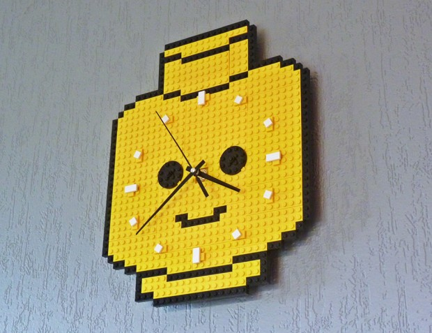 lego minifig head clock by make it brick it 620x477