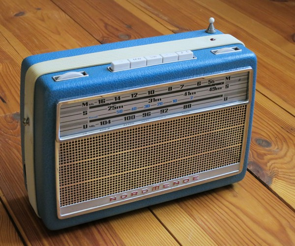 Vintage Internet Radio Made with Raspberry Pi: Poser