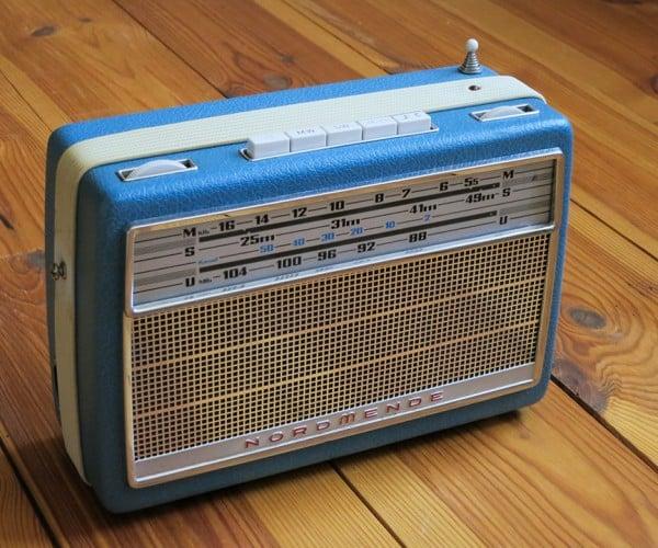 Vintage Internet Radio Made with Raspberry Pi: Poser
