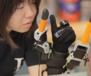 Extra Robot Fingers Could One Day Help the Disabled, Elderly & StarCraft Pros