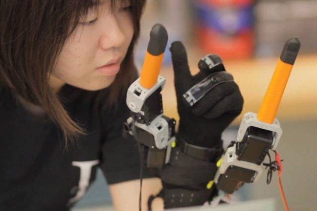 supernumerary robotic fingers by Harry Asada and Faye Wu MIT 620x413