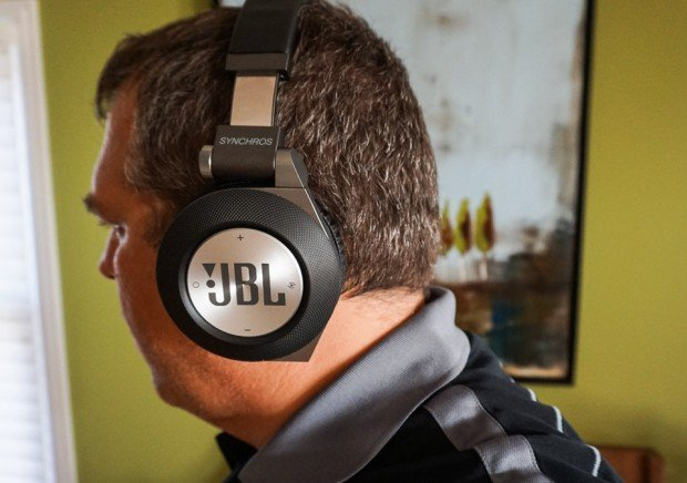 JBL_Synchros_E50BT_Headphones_1-2