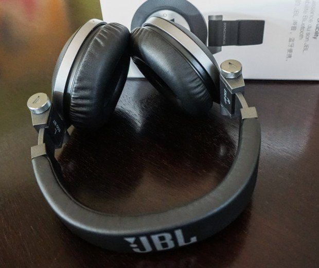 JBL_Synchros_E50BT_Headphones_3