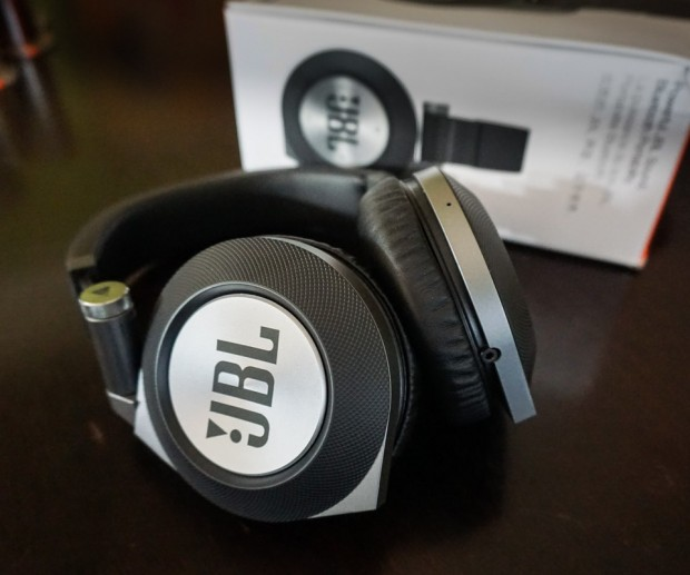 JBL_Synchros_E50BT_Headphones_4