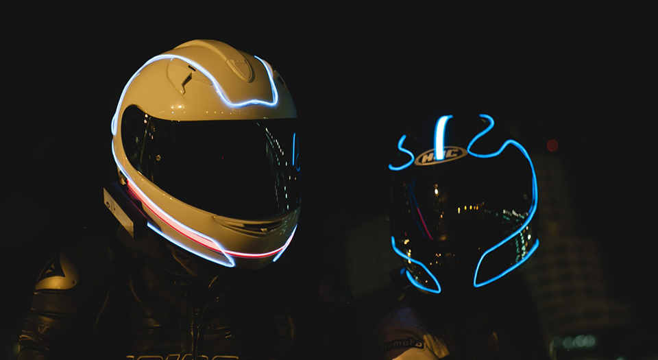 lightmode for motorcycle helmets glow on the shell technabob. Black Bedroom Furniture Sets. Home Design Ideas