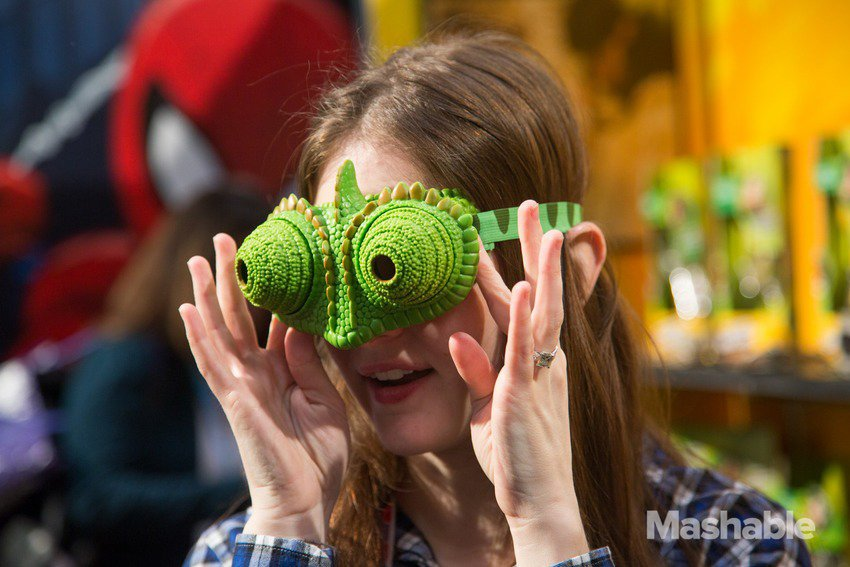 Chameleon Vision Goggles Let You See in Multiple Directions: They See Me Oglin'... - Technabob