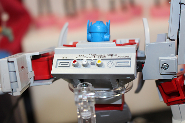 playstation-1-optimus-prime-by-takara-tomy-3