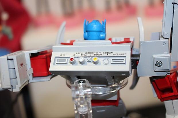 playstation-1-optimus-prime-by-takara-tomy-3