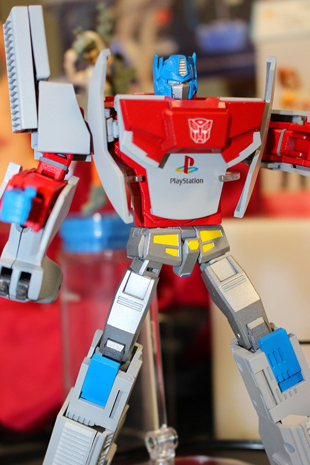 playstation-1-optimus-prime-by-takara-tomy