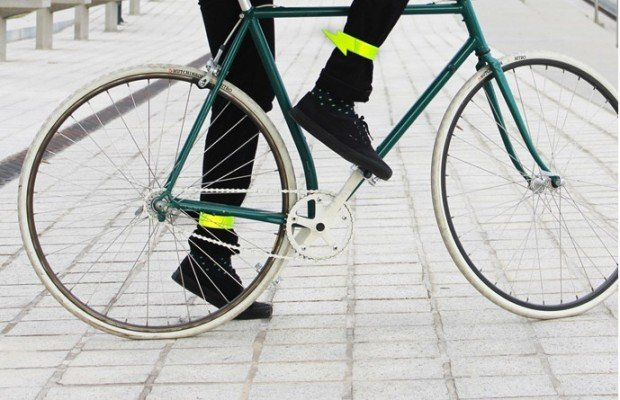 reflective_lightning_bike_cuffs_2