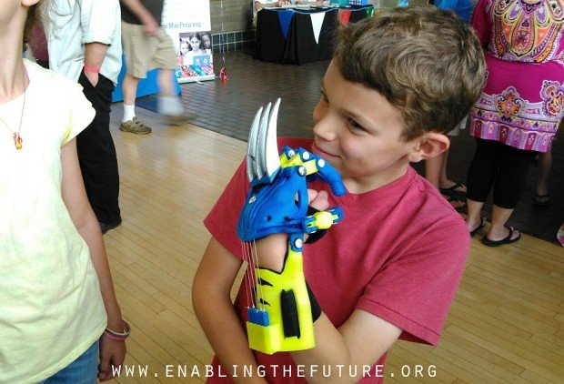 3d-printed-wolverine-prosthetic-hand-by-aaron-brown-of-e-nable