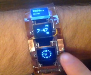 Arduino-Powered Bracelet Can Be Used as a Smartwatch, Plays Tetris