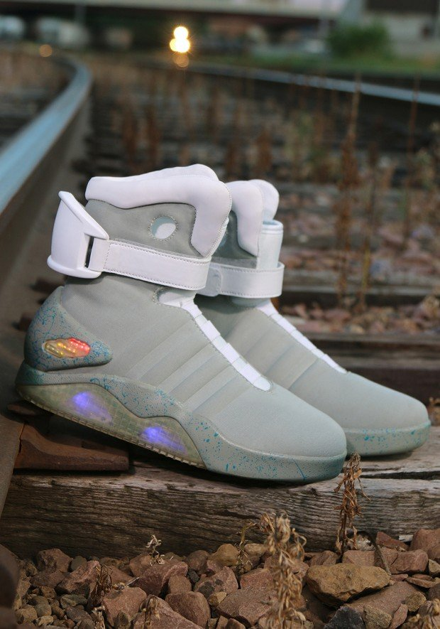 back-to-the-future-nike-mag-replicas-by-halloween-costumes-3