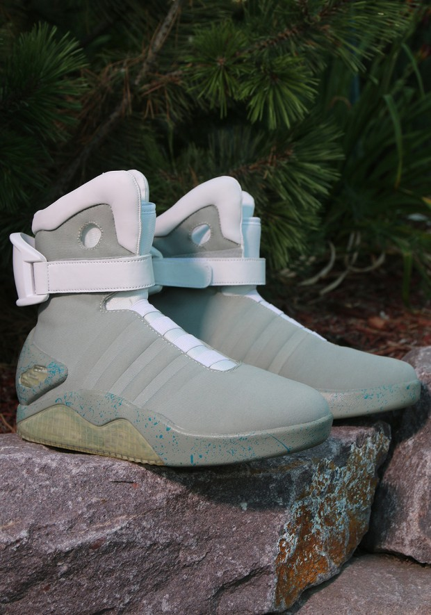 back-to-the-future-nike-mag-replicas-by-halloween-costumes-4
