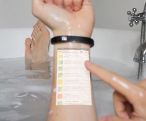 Cicret Smart Bracelet Projects Your Phone's Display on Your Arm: Remote Armtop