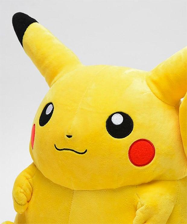 giant_pikachu_2