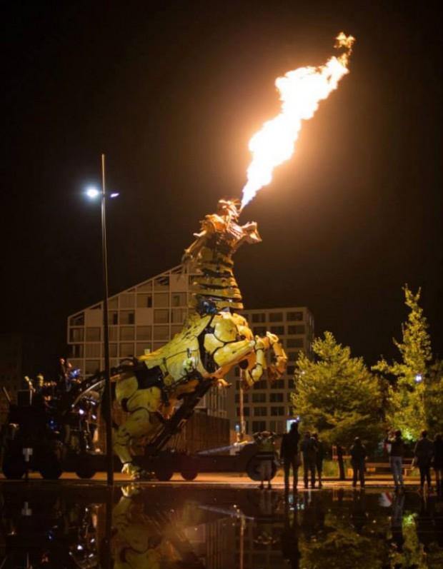 la_machine_dragon_breathes_fire