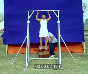 Guy Sets the World Record For Most Consecutive Pinky Pull-Ups