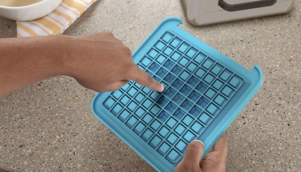 pixel-waffle-iron-concept-by-quirky-chunder-2