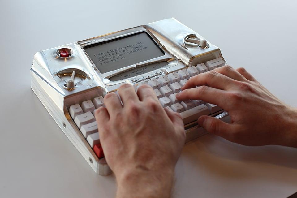 Electronic Typewriter with E Ink Screen: Hemingwrite - Technabob