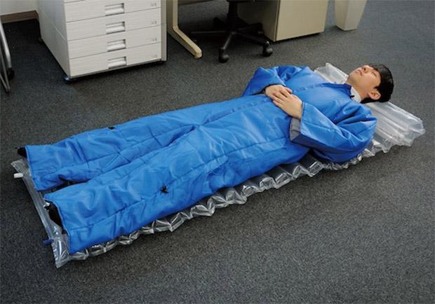 king_jim_wearable_futon