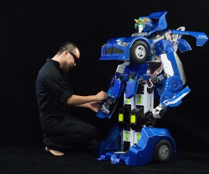 1:4 Scale Transforming Robot Car: Project J-deite